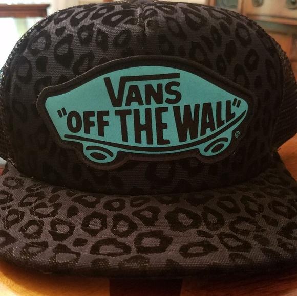 43de824d15b Vans black cheetah print women s trucker hat. M 5af222b89a94557d39c7551a